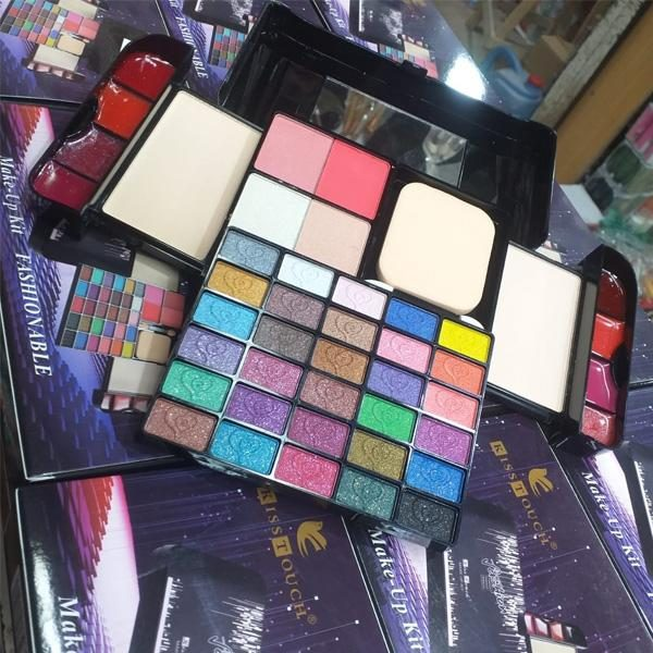 Kiss touch perfect makeup kit
